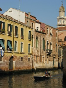 The only way to travel in Venice in Italy on Mallory on Travel, adventure, photography
