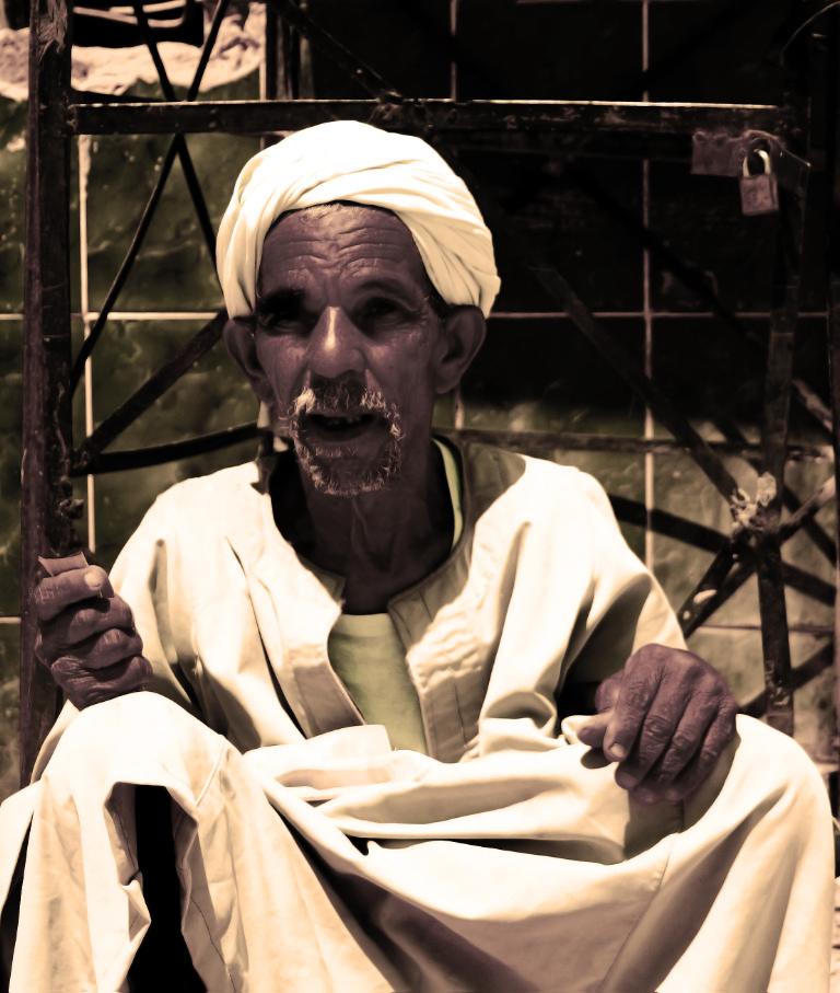 Blogging tips portraiture; Old Man near Luxor on the banks of the River Nile in Egypt on Mallory on Travel, adventure, adventure travel, photography