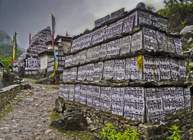Buddhist shrines on the Mount Everest base camp trek in the Khumbu region of Nepalese Himalaya adventure, adventure travel, photography on Mallory on Travel