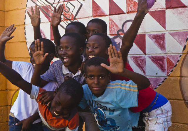 Happy kids in the Soweto district of Johannesburg in South Africa on Mallory on Travel adventure, adventure travel, photography Iain Mallory-300-25-1_african_kids