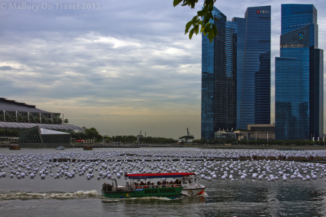 Ferry boat near the Esplanade, Singapore on Mallory on Travel adventure, adventure travel, photography Iain Mallory-300-38_singapore_skyline