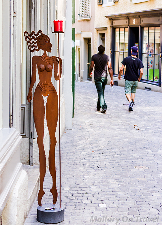 Side street art gallery in the Swiss city of Zurich on Mallory on Travel adventure, adventure travel, photography Iain Mallory-300-29 art_zurich