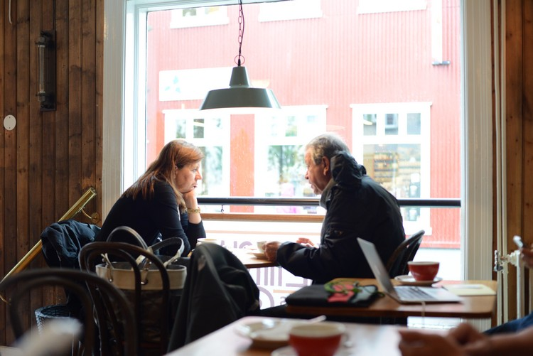 Cafe culture in the capital of Iceland on Mallory on Travel adventure, adventure travel, photography DSC_3387 reykjavik_cafe