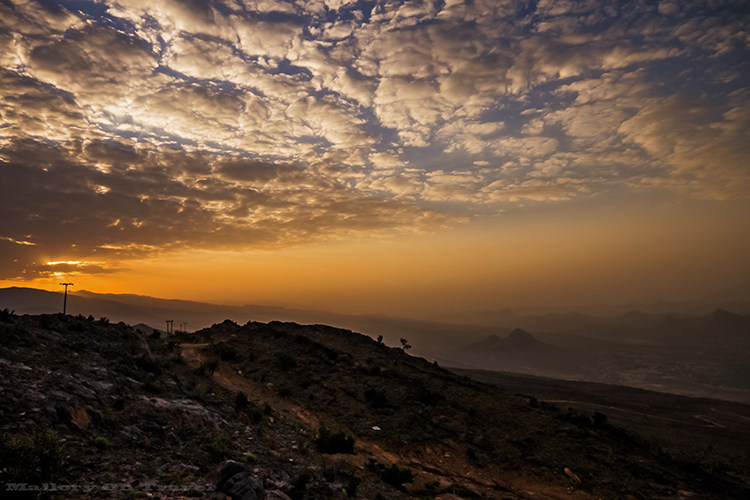 The spectacular view of sunrise over Jabal Shams mountains in the Sultanate of Oman on Mallory on Travel adventure, adventure travel, photography Iain Mallory-18-2 jabal_shams