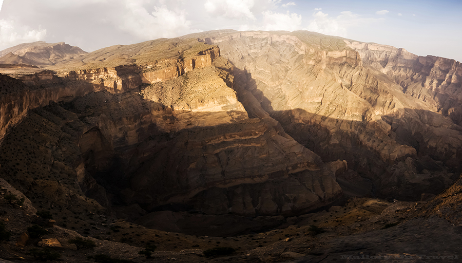 Grand Canyon Oman, the Canyon Nakhar in Jabal Shams mountains of the Sultanate of Oman on Mallory on Travel adventure, adventure travel, photography Nakhar Canyon_Panorama