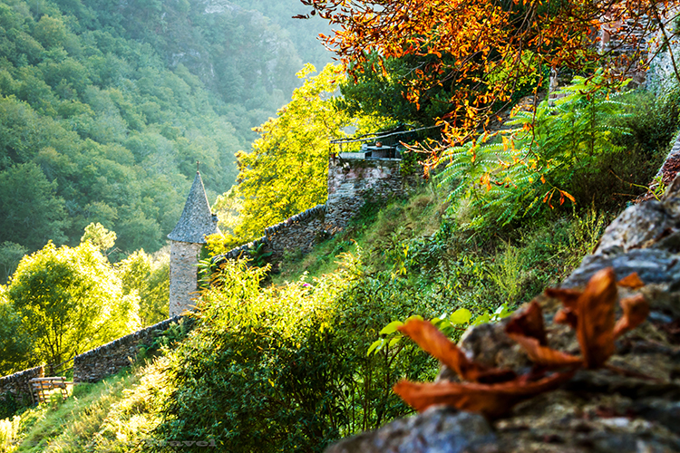 Autumn colour in Conques, in the Aveyron, in the Midi-Pyrenees region of France on Mallory on Travel adventure, adventure travel, photography  Iain_Mallory_Ave1403621 autumn_conques
