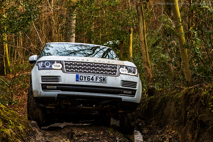 Driving a Range Rover on a LandRover Experience Day at Eastnor Castle near Ledbury in the Malvern Hills on Mallory on Travel adventure, adventure travel, photography Iain_Mallory_LR1407843 range_rover