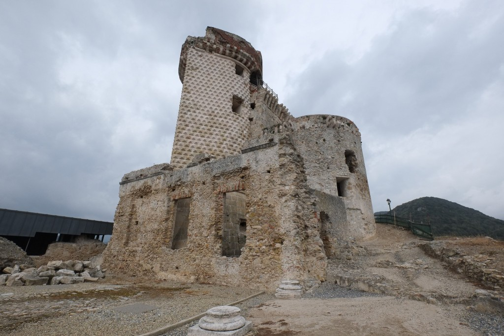 """Castel Gavone a 12th century castle overlooking Finalborgo with it's """"tower of diamonds"""" in Liguria, Italy on Mallory on Travel adventure travel, photography, travel Liguria 2015-68"""