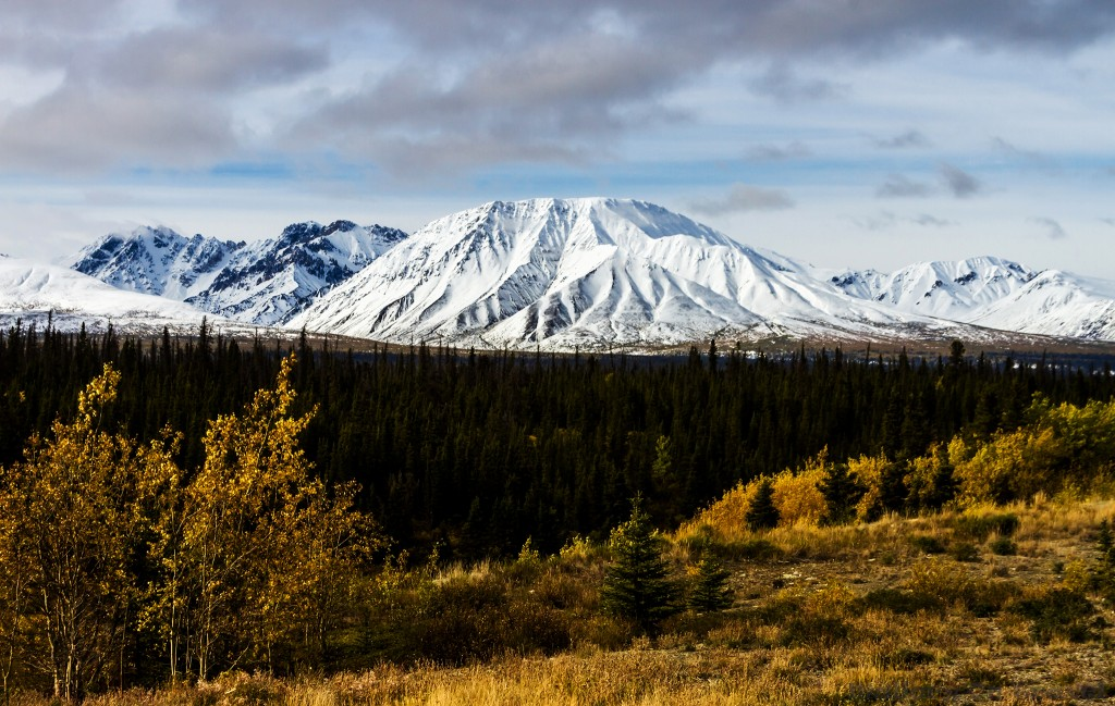 Mountains along the Alaska Highway in the province of The Yukon in Canada on Mallory on Travel adventure travel, photography, travel Iain_Mallory_Yukon1412567