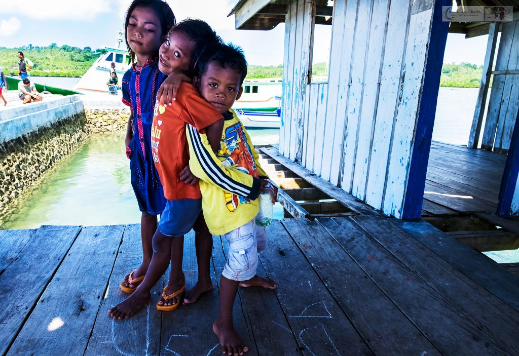 Bajo children in the Pulau Hoga village in Wakatobi in Sulawesi, Indonesia on Mallory on Travel adventure travel, photography, travel iain-mallory_indo1516