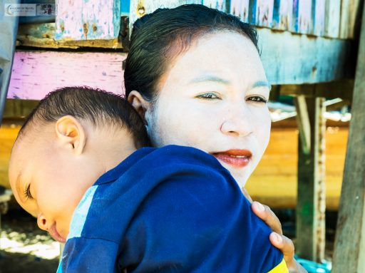 A Bajo mother and child in Pulau Hoga, Wakatobi, in Sulawesi in Indonesia on Mallory on Travel adventure travel, photography, travel iain-mallory_indo1612