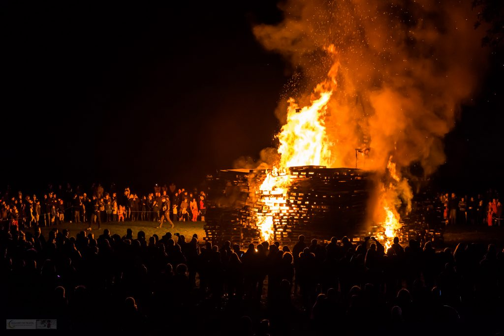 Bonfire Night and fireworks in Marple, Cheshire, remembering the Gunpowder Plot to blow up the House of Commons on Mallory on Travel adventure travel, photography, travel iain-mallory_fireworks-1