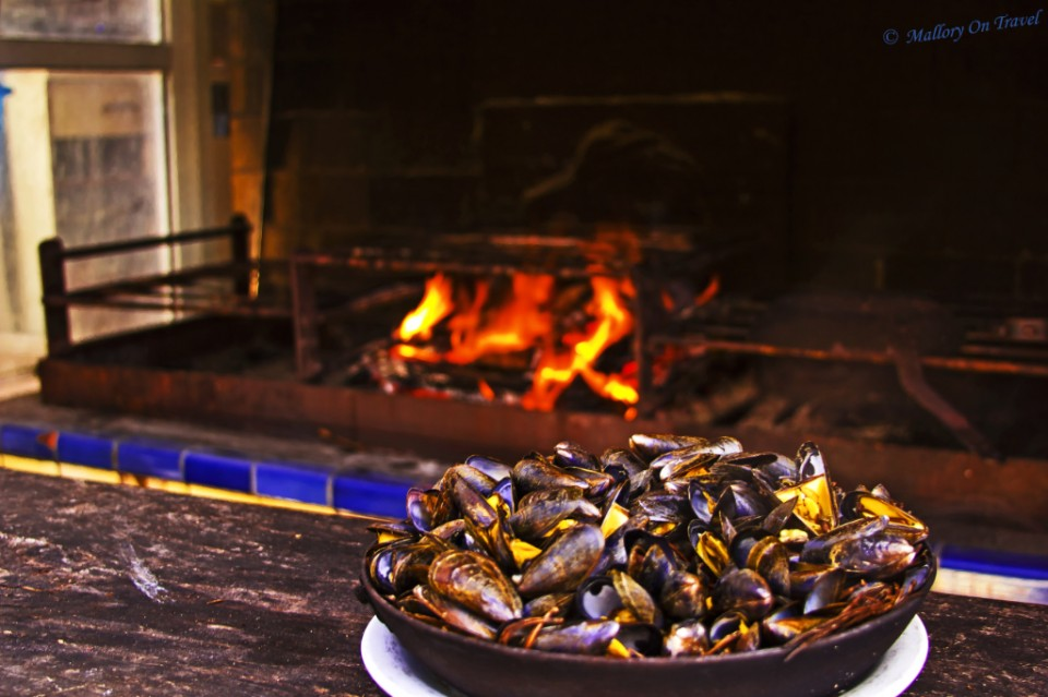 Fresh oven cooked mussels on the French island of Île de Ré on Mallory on Travel, adventure, adventure travel, photography