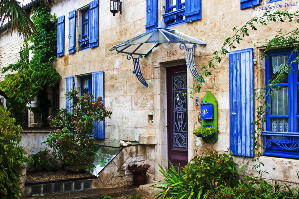 Finding a colourful French home while exploring the Poitou-Charentes region of France on Mallory on Travel, adventure, adventure travel, photography Iain_Mallory_056822