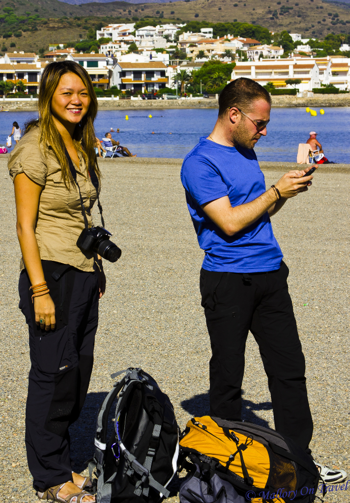 Friends on the beach at Llançà in the Spanish Catalan on Mallory on Travel adventure, photography