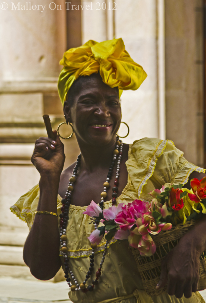 Flawer lady in Havana, Cuba in the Caribbean on Mallory on Travel adventure photography