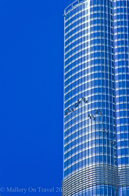 Window cleaning the Burj Khalifa style in the Emirate of Dubai on Mallory on Travel, adventure, adventure travel, photography Iain Mallory-300-14 burj-khalifa