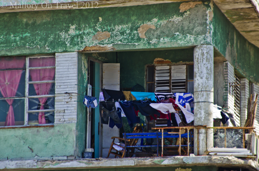 Balcony washing line in Trinidad on the Caribbean island of Cuba on Mallory on Travel adventure photography Iain Mallory-300-257