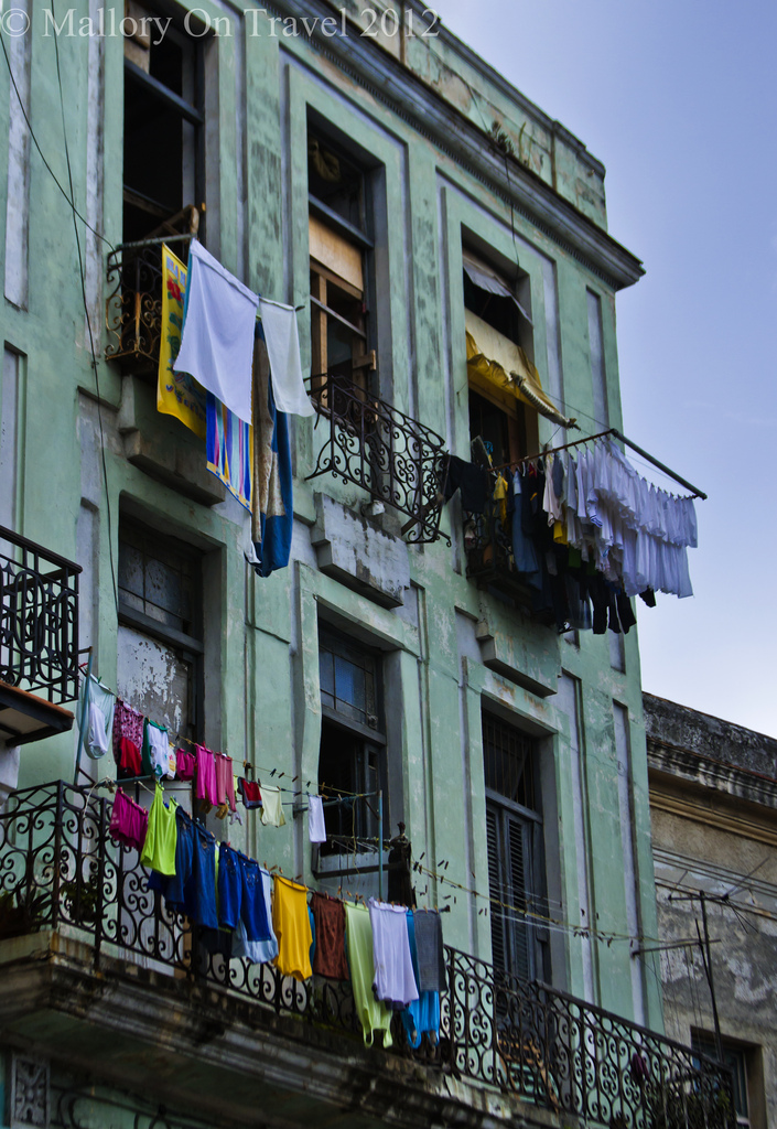 Multiple washing lines make great photography subjects in Havana on the Caribbean island of Cuba on Mallory on Travel adventure photography Iain Mallory-300-265
