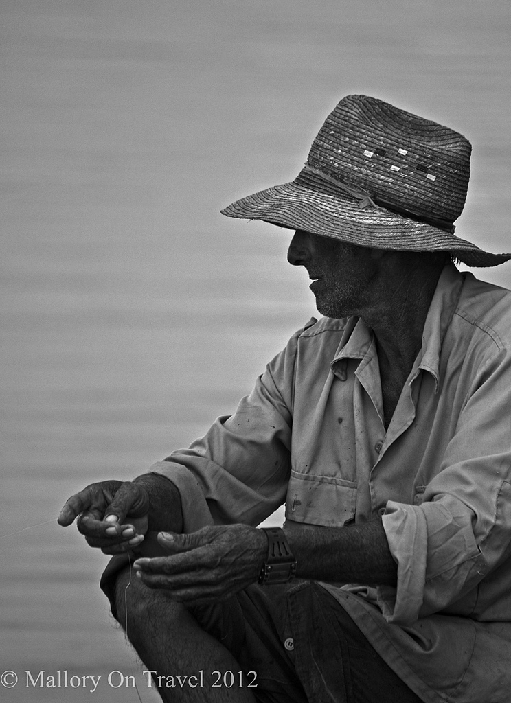 Blogging tips working in black and white portraiture, lone fisherman in Trinidad, Cuba on Mallory on Travel, adventure, adventure travel, photography Iain Mallory-300-231