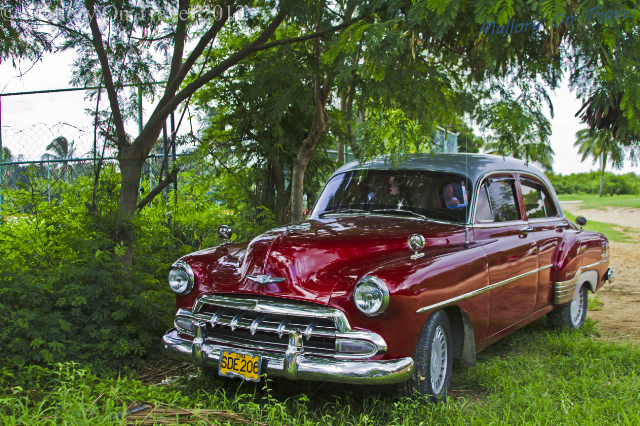 Pope mobile: A classic car or cacharro near Trinidad on the Caribbean island of Cuba on Mallory on Travel, adventure, adventure travel, photography