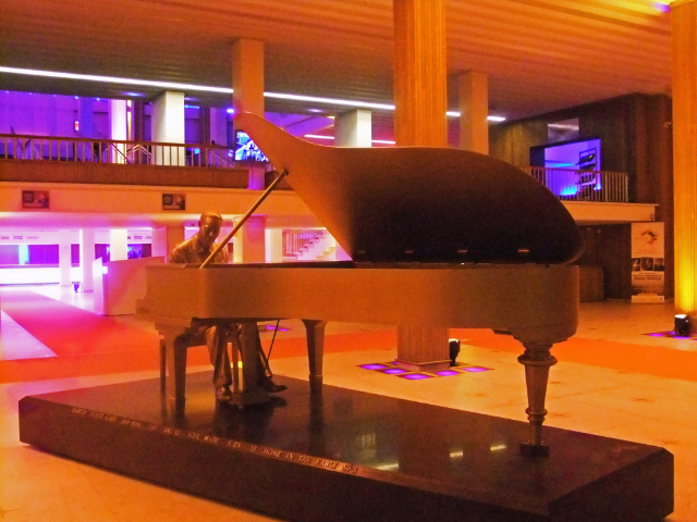 The statue of Marvin Gaye at Casino Kursaalat in Ostend in Belgium on Mallory on Travel, adventure, adventure travel, photography a Marvin Gaye ostende