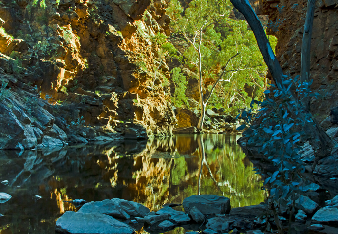 Explore Serpentine Gorge on the Larapinta Trail in the Northern Territory, Australia on Mallory on Travel adventure, adventure travel, photography Iain Mallory-300-49_serpentine_gorge
