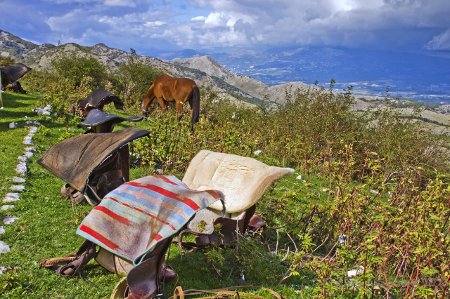 Horse riding in the Matese or Molise, Italy on Mallory on Travel adventure, adventure travel, photography Iain Mallory-300-96_horse_saddles