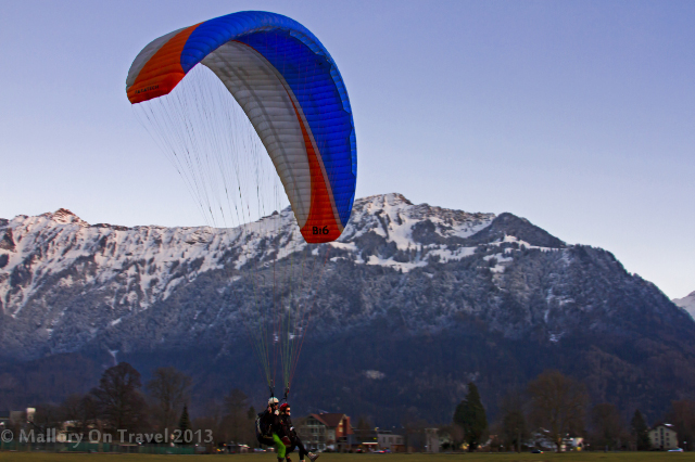 Parapenting in Interlaken in the Jungfrau region of the Bernese Oberland, Switzerland on Mallory on Travel adventure, adventure travel, photography Iain Mallory-300-18_paragliding