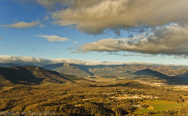 Flying high in La Garrotxa, volcanic region of the Catalan Pyrenees, Spain on Mallory on Travel adventure, adventure travel, photography Iain Mallory-300-16 la_garrotxa
