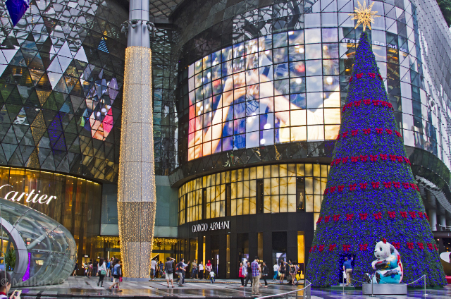 Shopping mall at Christmas in the sovereign city of Singapore, not at Changi Airport on Mallory on Travel adventure, adventure travel, photography Iain Mallory-300-43 singapore