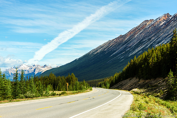 The Icefields Parkway from Banff to Jasper, lined with the Canadian Rockies in Alberta, Canada on Mallory on Travel adventure, adventure travel, photography Iain Mallory-16 icefields_parkway