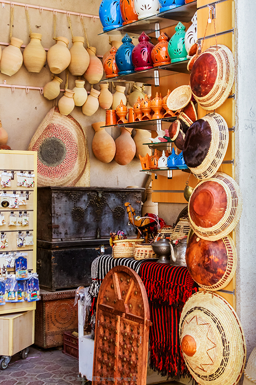 Colourful stall in the souk at Nizwa in the Sultanate of Oman on Mallory on Travel adventure, adventure travel, photography Iain Mallory-104 souk_stall