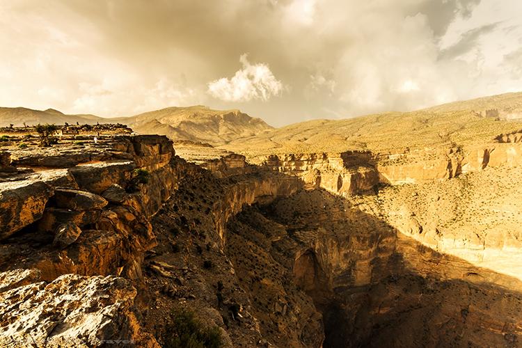 Grand Canyon Oman, the Canyon Nakhar in Jabal Shams mountains of the Sultanate of Oman on Mallory on Travel adventure, adventure travel, photography Iain Mallory-381 wadi_nakhar