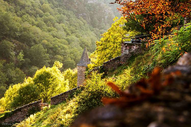 Autumn colour in Conques, in the Aveyron, in the Midi-Pyrenees region of France on Mallory on Travel adventure, adventure travel, photography  Iain_Mallory_Ave1403618 autumn_conques