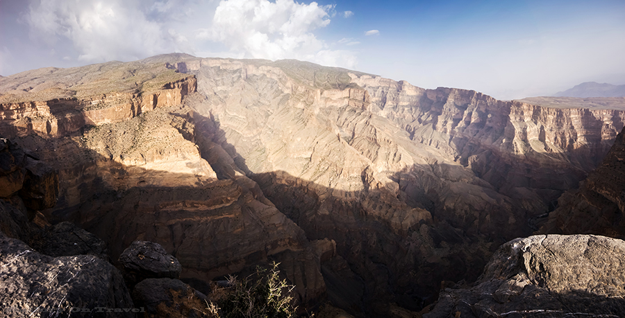 Grand Canyon Oman, the Canyon Nakhar in Jabal Shams mountains of the Sultanate of Oman on Mallory on Travel adventure, adventure travel, photography Oman Canyon_Panorama