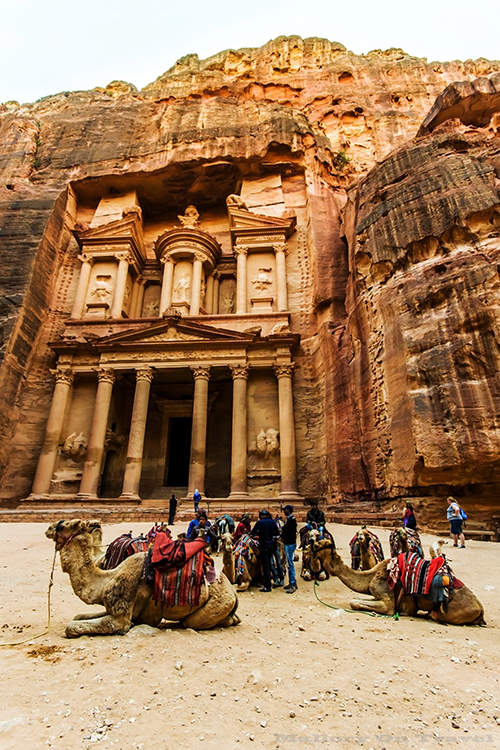 Al Khazneh (The Treasury) temple in the ancient Edomite city of Petra in Jordan on Mallory on Travel adventure, adventure travel, photography Iain_Mallory_Jordan1408903