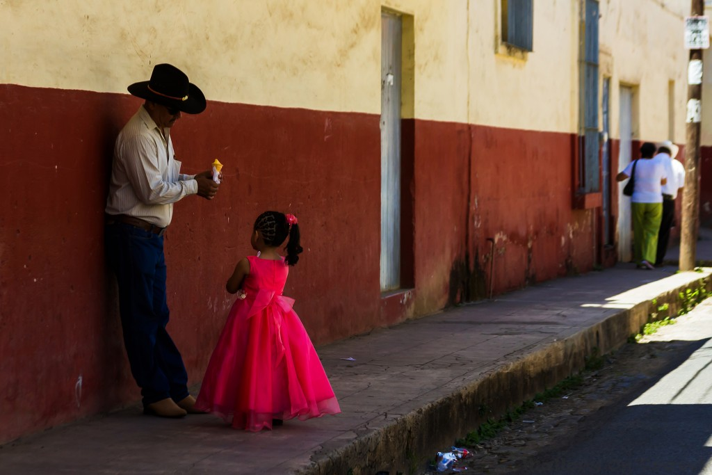 Father and daughter enjoy ice cream in San Blas north of Puerto Vallarta in the Nayarit region of Mexico on Mallory on Travel adventure travel, photography, travel Iain_Mallory_Mex17184
