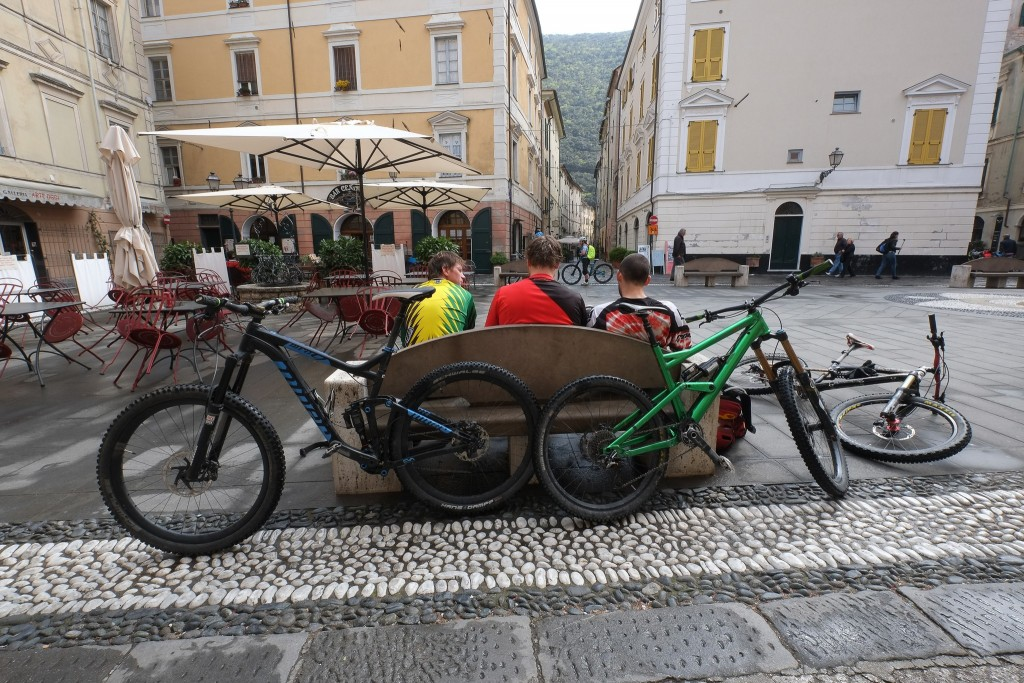 Mountain bikers taking a rest in Finale, Liguria in Italy on Mallory on Travel adventure travel, photography, travel Liguria 2015-88