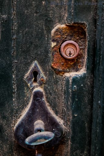 Door handle and lock in Mahon, on the Balearic Island of Menorca, Spain on Mallory on Travel adventure travel, photography, travel Iain_Mallory_Menorca-3214