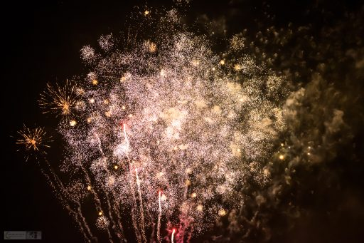 Bonfire night fireworks in Brabyns Park, Marple in Cheshire, remembering the Gunpowder Plot and Guy Fawkes on Mallory on Travel adventure travel, photography, travel iain-mallory_fireworks-1-6