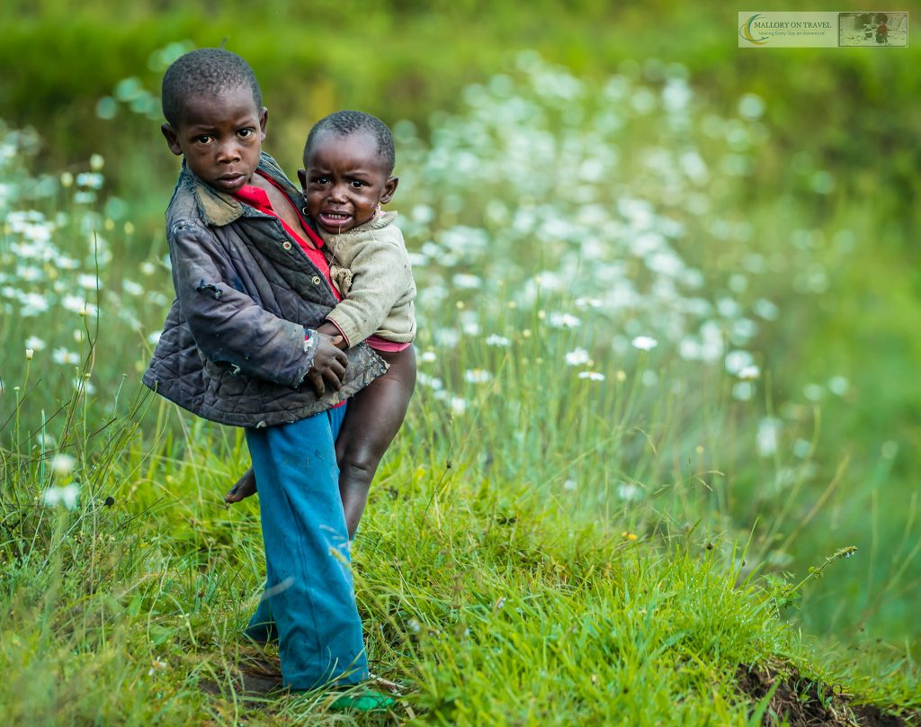 Travel inspiration; Culture in Rwanda, children in a village in the Volcano National Park on Mallory on Travel adventure travel, photography, travel iain_mallory_rwanda-9146