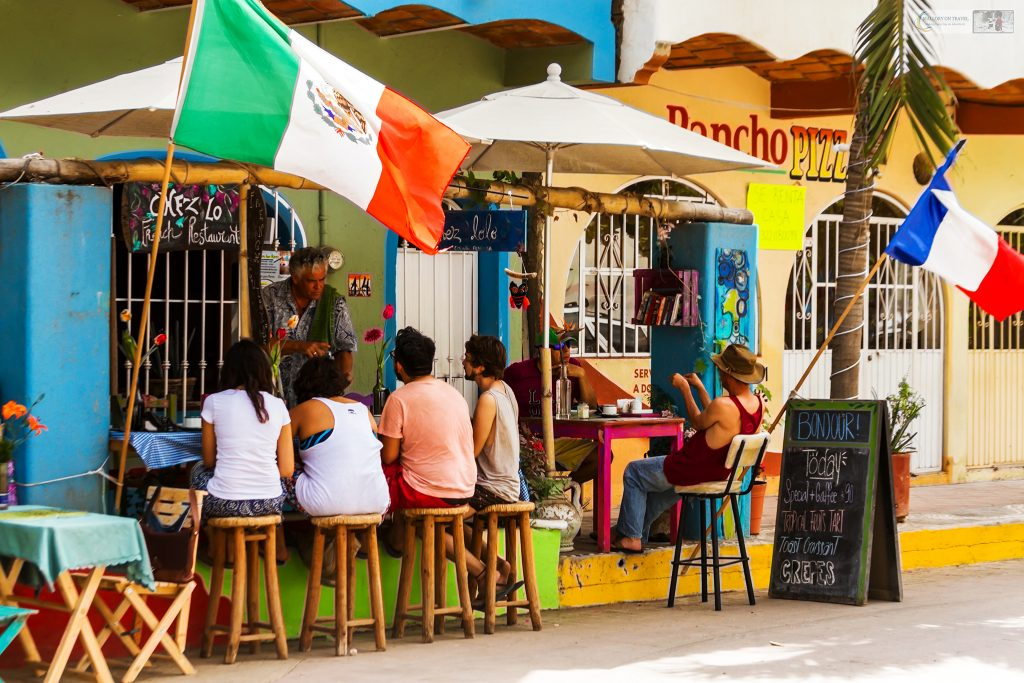 Street side dining in San Pancho, the San Francisco of the Riviera Nayarit on the Pacific coast of Mexico on Mallory on Travel adventure travel, photography, travel Iain Mallory_Mex 001-25
