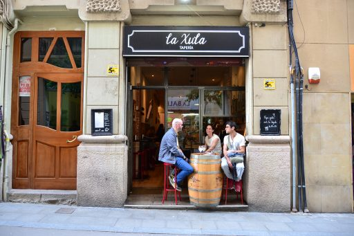 Tapas bar in Gracia in Barcelona, the capital city of Catalonia, Spain; Guest post by Duncan Rhodes for the travel thruster series on Mallory on Travel adventure travel, photography, travel