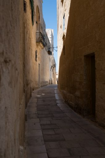 The stone streets of the towns of Mdina, Comino and Gozo on the Mediterranean island group of Malta on Mallory on Travel adventure travel, photography, travel Malta 2017-679 (2)